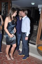 Raj Kundra, Shane Warne and Liz Hurley at Shilpa Shetty_s bash for Shane Warne and Liz Hurley in Juhu, Mumbai on 24th Nov 2012 (32).JPG