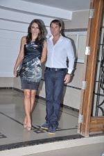 Shane Warne and Liz Hurley at Shilpa Shetty_s bash for Shane Warne and Liz Hurley in Juhu, Mumbai on 24th Nov 2012 (6).JPG