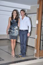 Shane Warne and Liz Hurley at Shilpa Shetty_s bash for Shane Warne and Liz Hurley in Juhu, Mumbai on 24th Nov 2012 (8).JPG