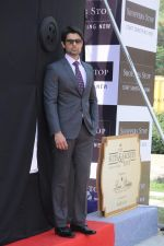 Ameet Gaur new face of Shoppers Stop in Malad, Mumbai on 27th Nov 2012 (18).JPG
