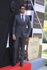 Ameet Gaur new face of Shoppers Stop in Malad, Mumbai on 27th Nov 2012 (19).JPG