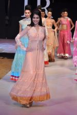 Genelia Deshmukh walk the ramp for Neeta Lulla Show at IRFW 2012 Day 2 in Goa on 29th Nov 2012 (52).JPG