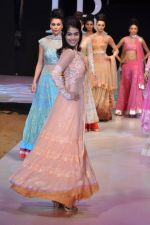 Genelia Deshmukh walk the ramp for Neeta Lulla Show at IRFW 2012 Day 2 in Goa on 29th Nov 2012 (53).JPG