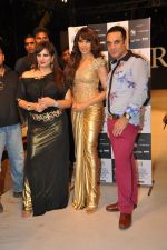 Bipasha Basu walk the ramp for Arjun and Anjalee Show at IRFW 2012 Day 3 in Goa on 30th Nov 2012 (23).JPG