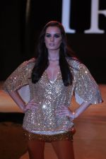 Evelyn Sharma walk the ramp for Rocky S Show at IRFW 2012 Day 3 in Goa on 30th Nov 2012 (14).JPG