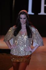 Evelyn Sharma walk the ramp for Rocky S Show at IRFW 2012 Day 3 in Goa on 30th Nov 2012 (16).JPG