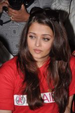 Aishwarya Rai Bachchan on World AIDS day for UNAIDS in Sion on 1st Dec 2012 (1).JPG