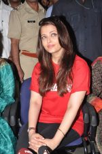 Aishwarya Rai Bachchan on World AIDS day for UNAIDS in Sion on 1st Dec 2012 (17).JPG