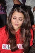 Aishwarya Rai Bachchan on World AIDS day for UNAIDS in Sion on 1st Dec 2012 (37).JPG