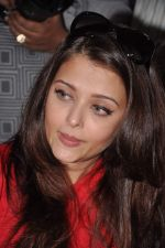 Aishwarya Rai Bachchan on World AIDS day for UNAIDS in Sion on 1st Dec 2012 (38).JPG