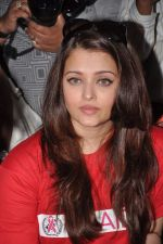 Aishwarya Rai Bachchan on World AIDS day for UNAIDS in Sion on 1st Dec 2012 (39).JPG