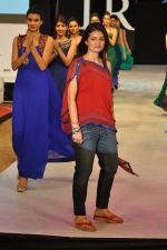 Model walk the ramp for Shruti Sancheti Show at IRFW 2012 in Goa on 1st Dec 2012 (39).JPG