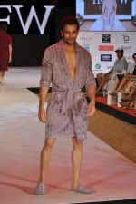 Model walk the ramp for Welspun Show at IRFW 2012 in Goa on 1st Dec 2012 (16).JPG
