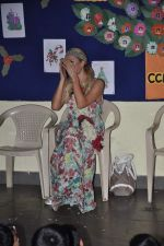 Paris Hilton visits Ashray orphanage in Bandra, Mumbai on 3rd Dec 2012 (22).JPG