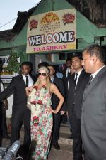 Paris Hilton visits Ashray orphanage in Bandra, Mumbai on 3rd Dec 2012 (39).JPG