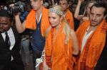 Paris Hilton visits Siddhivinayak Temple in Mumbai on 3rd Dec 2012 (33).JPG