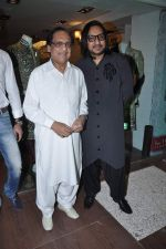 Ghulam Ali at Ghulam Ali bday celebrated in Riyaz Gangji Store, Mumbai on 5th Dec 2012 (32).JPG