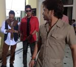 Mika Singh,Shaan and Rajpal Yadav on the sets of Sunil Agnihotri_s Film Balwinder Singh...Famous Ho Gaya in Mysore .JPG