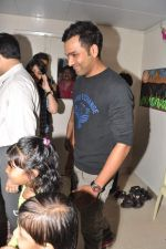Rohit Sharma meets cancer patients in Parel, Mumbai on 5th Dec 2012 (18).JPG