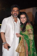 Sunil Shetty, Mana Shetty snapped at a wedding in RWITC, Mumbai on 6th DEc 2012 (1).JPG