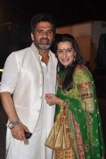 Sunil Shetty, Mana Shetty snapped at a wedding in RWITC, Mumbai on 6th DEc 2012 (12).JPG