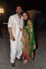 Sunil Shetty, Mana Shetty snapped at a wedding in RWITC, Mumbai on 6th DEc 2012 (9).JPG