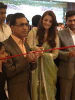 Aishwarya Rai Bachchan at the Kalyan Jewellers store opening in Vadodara on the 19th of December 2012.jpg