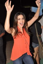 Sunny Leone at Guns N Roses concert in Mumbai on 9th Dec 2012 (80)