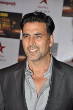 Akshay Kumar at Big Star Awards red carpet in Mumbai on 16th Dec 2012 (124).JPG