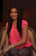 Anushka Sharma promote Matru Ki Bijlee Ka Mandola in Enigma, Juhu, Mumbai on 17th Dec 2012 (1).JPG