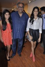 Boney Kapoor, Khushi Kapoor, Jhanvi Kapoor at People_s magazine cover launch in Bandra, Mumbai on 17th Dec 2012 (17).JPG