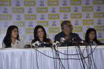 Boney Kapoor, Sridevi, Khushi Kapoor, Jhanvi Kapoor at People_s magazine cover launch in Bandra, Mumbai on 17th Dec 2012 (18).JPG