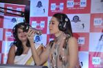 Karisma Kapoor turns RJ for Big FM in Peninsula, Mumbai on 18th Dec 2012 (38).JPG