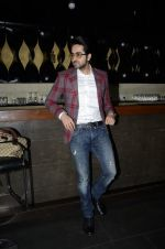 Ayushman Khurana at Cosmopolitan perfume awards in F Bar, Mumbai on 19th Dec 2012 (82).JPG