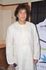 Zakir Hussain at Ustad Sultan Khan tribute in Ravindra Natya Mandir on 19th Dec 2012 (11).JPG