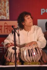 Zakir Hussain at Ustad Sultan Khan tribute in Ravindra Natya Mandir on 19th Dec 2012 (24).JPG