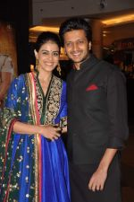 Genelia D Souza, Ritesh Deshmukh at Dabangg 2 premiere in PVR, Mumbai on 20th Dec 2012 (45).JPG