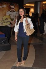 Neelam Kothari at Dabangg 2 premiere in PVR, Mumbai on 20th Dec 2012 (103).JPG
