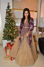 Nisha Jamwal at Zoya Christmas special hosted by Nisha Jamwal in Kemps Corner, Mumbai on 20th Dec 2012 (30).JPG