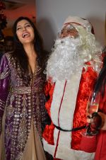 Nisha Jamwal at Zoya Christmas special hosted by Nisha Jamwal in Kemps Corner, Mumbai on 20th Dec 2012 (42).JPG