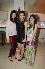 Rucha Gujrathi at Zoya Christmas special hosted by Nisha Jamwal in Kemps Corner, Mumbai on 20th Dec 2012 (105).JPG
