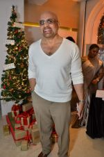 at Zoya Christmas special hosted by Nisha Jamwal in Kemps Corner, Mumbai on 20th Dec 2012 (140).JPG