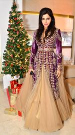 Nisha JamVwal in Rimple & Harpreet at Zoya Christmas special hosted by Nisha Jamwal in Kemps Corner, Mumbai on 20th Dec 2012.jpg