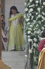 Rinke Khanna at Akshay Kumar_s sister Alka Bhatia_s wedding with Surendra Hiranandani in Four Bungalows Gurdwara on 23rd Dec 2012,1 (9).JPG