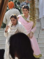 Twinkle Khanna at Akshay Kumar_s sister Alka Bhatia_s wedding with Surendra Hiranandani in Four Bungalows Gurdwara on 23rd Dec 2012,1 (5).JPG