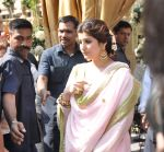 Twinkle Khanna at Akshay Kumar_s sister Alka Bhatia_s wedding with Surendra Hiranandani in Four Bungalows Gurdwara on 23rd Dec 2012,1 (6).JPG