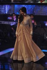 Anushka Sharma on the sets of ZEE Saregama in Famous on 24th Dec 2012 (64).JPG