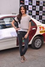 Anushka Sharma promotes TAB cab in Famous Studio on 24th Dec 2012 (54).JPG