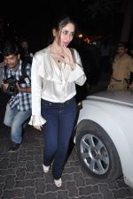 Kareena Kapoor at Midnight Mass in Bandra, Mumbai on 24th Dec 2012 (8).JPG