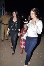 Kareena Kapoor, Karisma Kapoor at Midnight Mass in Bandra, Mumbai on 24th Dec 2012 (8).JPG